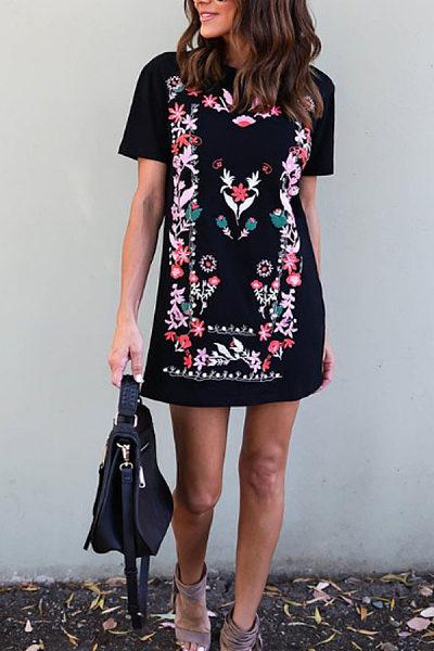 Round Neck  Ikat  Short Sleeve Casual Dresses