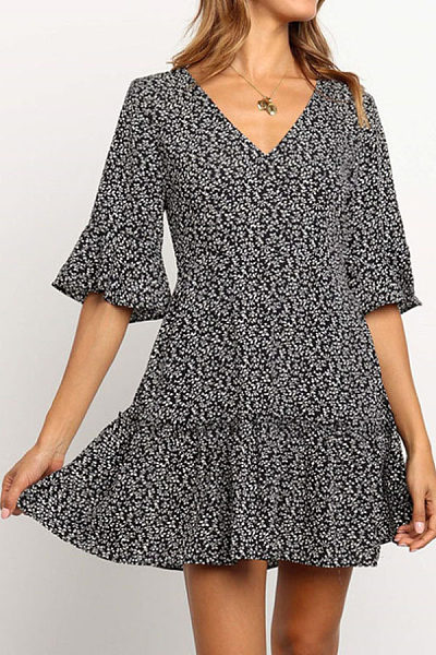 V Neck  Printed  Bell Sleeve  Half Sleeve Casual Dresses