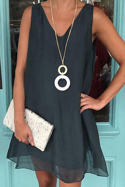 V-neck sleeveless solid color dress