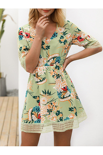 V-Neck Hollow Out Floral Printed Skater Dress